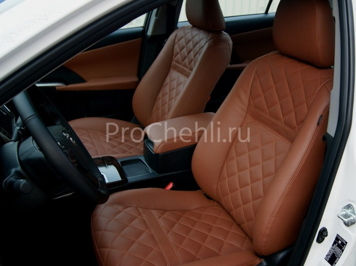 Чехлы на Toyota Camry 7 с эффектом перетяжки салона из экокожи Дакота с отстрочкой ромбиком №10