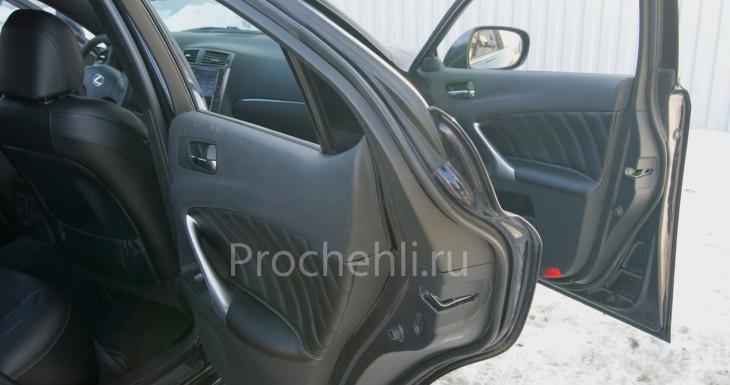 Вставки в карты дверей Lexus IS из черной экокожи №1