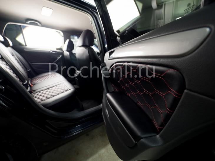 Чехлы на  VW Golf 6 с эффектом перетяжки салона из черной экокожи с отстройкой сотами №5
