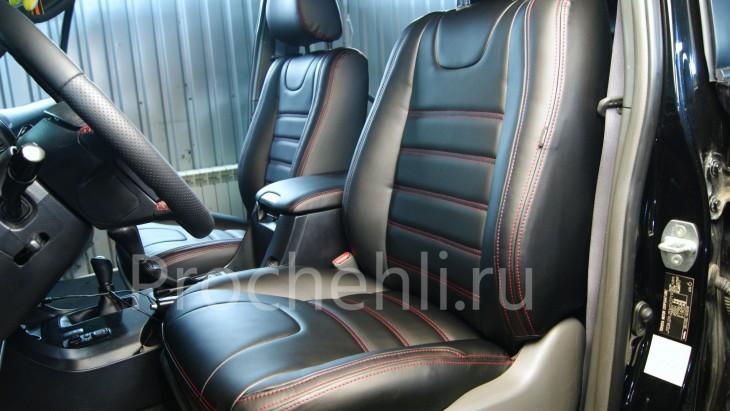 Чехлы на Toyota LC Prado 120 с эффектом перетяжки салона из черной экокожи №1