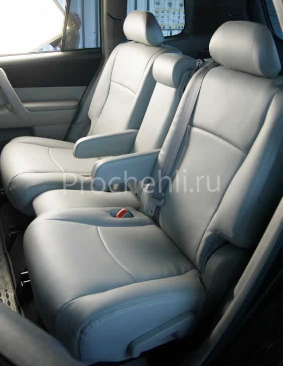 Чехлы на Toyota Highlander 2 с эффектом перетяжки из экокожи №5