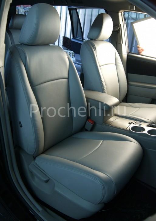 Чехлы на Toyota Highlander 2 с эффектом перетяжки из экокожи №7