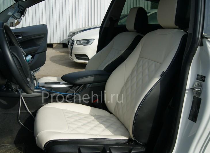 Чехлы на BMW 1-er F21 с эффектом перетяжки из черной и белой экокожи №2