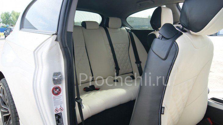 Чехлы на BMW 1-er F21 с эффектом перетяжки из черной и белой экокожи №5