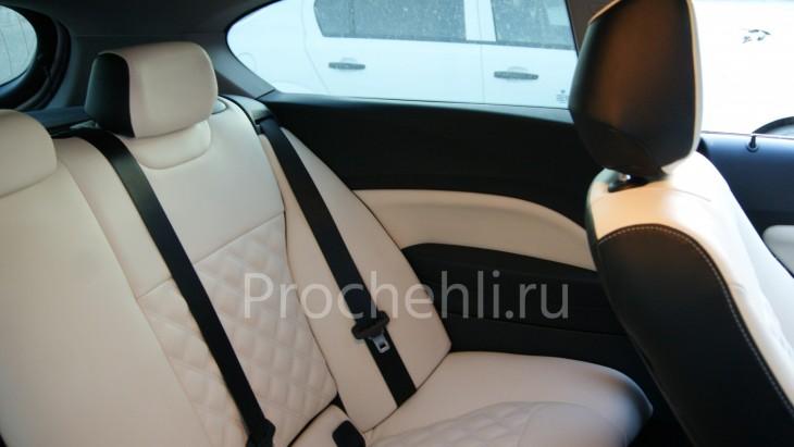 Чехлы на BMW 1-er F21 с эффектом перетяжки из черной и белой экокожи №7