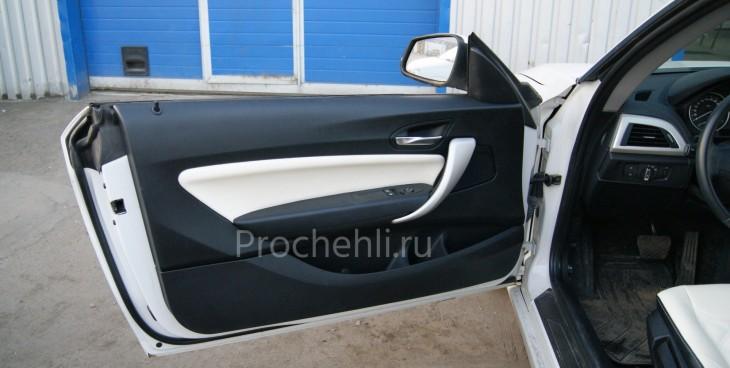 Чехлы на BMW 1-er F21 с эффектом перетяжки из черной и белой экокожи №8