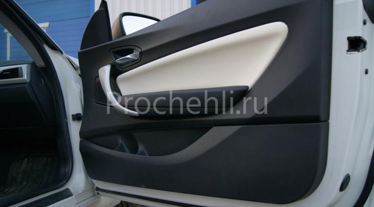 Чехлы на BMW 1-er F21 с эффектом перетяжки из черной и белой экокожи №9